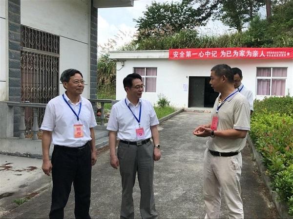 省校党委书记、校长郑汉华到岳西电大巡查期末考试工作