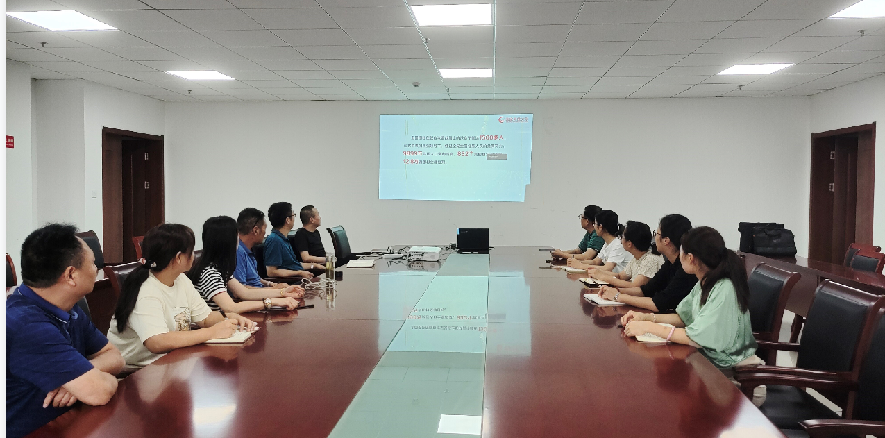 信息与建筑工程学院教师观看国开第一课